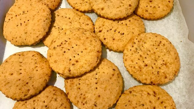 Cornmeal Elderberry Cookies