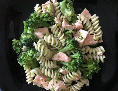 One Pot Salmon Broccoli Pasta