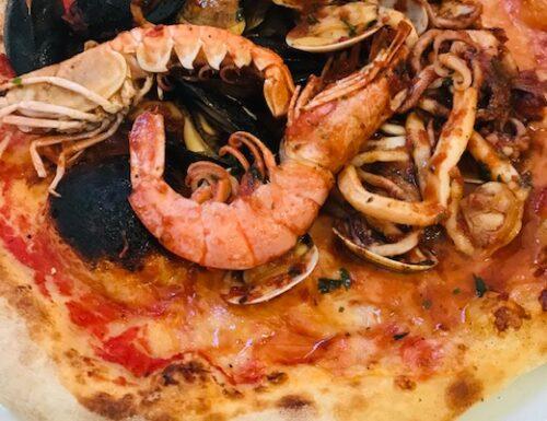 """Sea Food Pizza at """"Ponte Antico """"- Noli"""